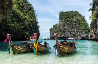 traditionelle Langboote in Thailand